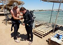 PADI Open Water Diver duikbrevet halen, Hurghada, Rode Zee, Egypte. Seahorse Divers, Nederlands PADI duikcentrum en Nederlandse PADI duikschool. Je PADI Open Water Diver duikbrevet halen in Hurghada doe je met Seahorse Divers. PADI Hurghada, Egypte