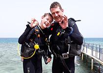 Duiken in Hurghada, Rode Zee, Egypte. Seahorse Divers, Nederlandse PADI duikschool. PADI Open Water Diver cursus in Hurghada, Kelly en Ronny